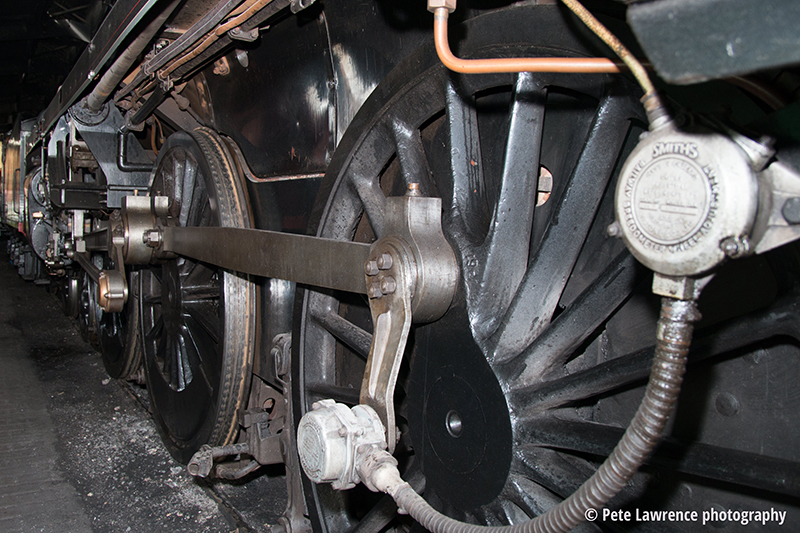 steam-engine-wheels-and-pistons